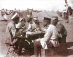 Рязанцы — солдаты и офицеры 35-й пехотной дивизии — на фронте. Фотография поручика П. П. Миролюбива, около 1905 года.