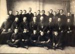 Учащиеся и преподаватели Касимовского духовного училища: справа крайний – иерей Матфий Рябцев (1910-е гг.)