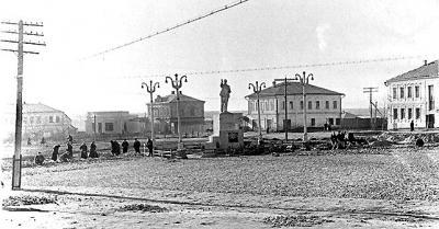 Мощение площяди Ленина булыжником. Конец 50-х.