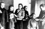 Заботу и ласку в колхозах области нашли тысячи осиротевших детей, 1943 г.